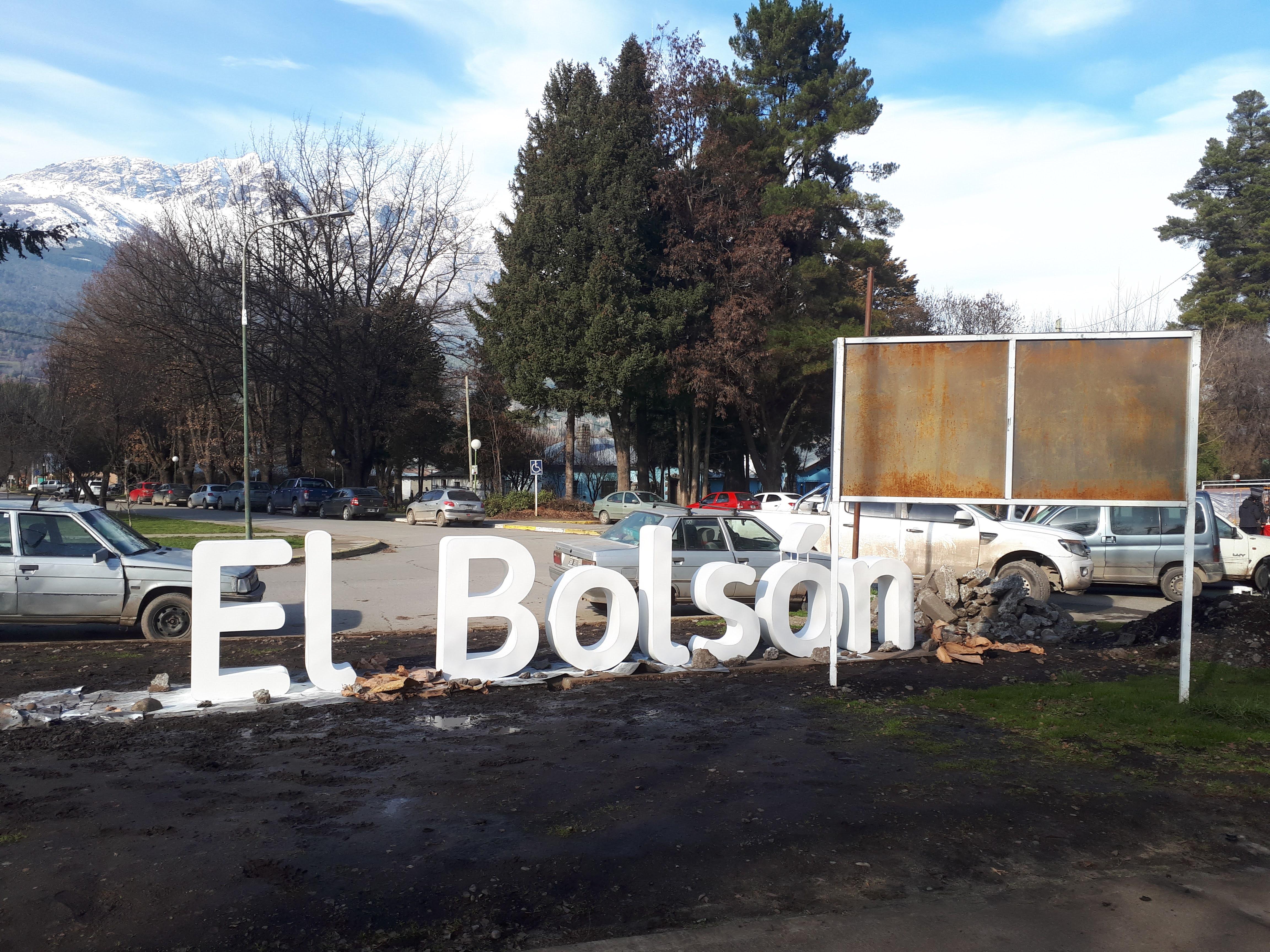 En El Bolsón la gente podrá votar por la reubicación del cartel