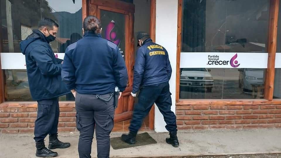 En Lago Puelo atentaron contra el local partidario Crecer