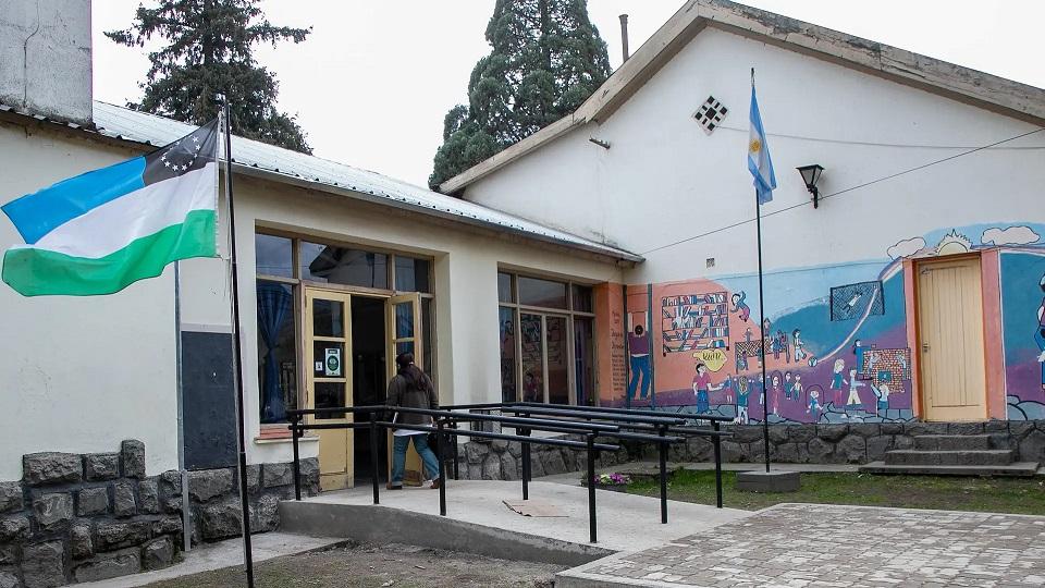 El Bolsón: la remodelación de la Escuela 268 está en un 70% de avance