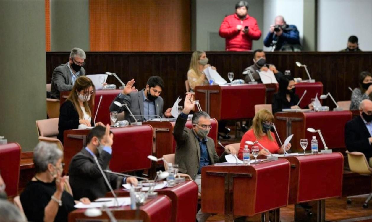 Chubut: Diputados se aumentaron secretamente  los sueldos un 30% en tres cuotas hasta noviembre